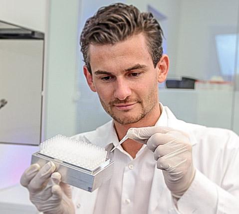 Novogenia extraherar DNA från celler i ditt salivprov.